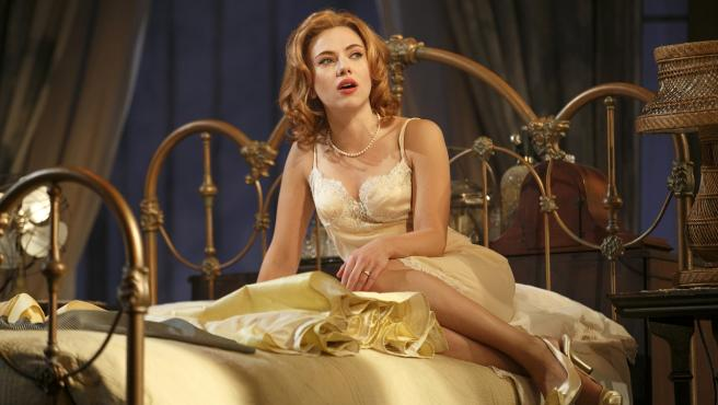 "<span id=""tinymce"" class=""mceContentBody info"" dir=""ltr"">Scarlett Johansson durante la obra ´Cat on a Hot Tin Roof´ en el teatro Richard Rodgers de Nueva York.</span>"